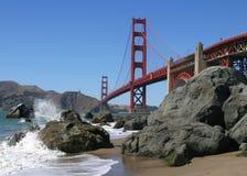 海滩桥梁门金黄视图 免版税库存图片