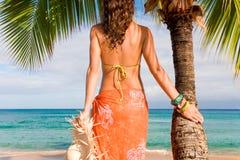 海滩棕榈树妇女 图库摄影