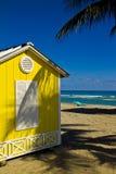 海滩棚子 免版税库存照片