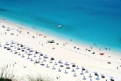 海滩横向myrtos海运 免版税库存图片