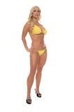海滩比基尼泳装白肤金发的黄色 库存图片