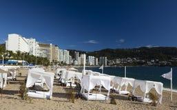 海滩沙发床 免版税库存图片