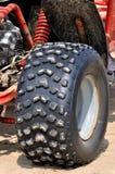 海滩沙子摩托车强大的轮胎  免版税图库摄影