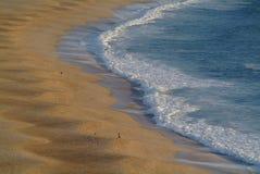 海滩沙波 免版税库存图片