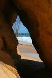 海滩洞 免版税库存照片