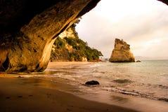 海滩洞 免版税库存图片