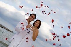 海滩浪漫婚礼 免版税库存图片