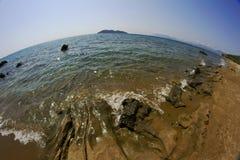 海滩海岛向zakynthos扔石头 免版税库存图片