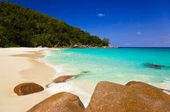 海滩海岛praslin热带的塞舌尔群岛 图库摄影