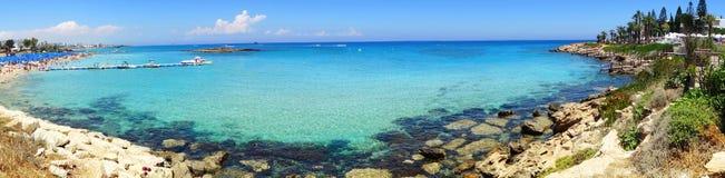海滩海岸风景地中海islan的塞浦路斯全景  免版税库存照片