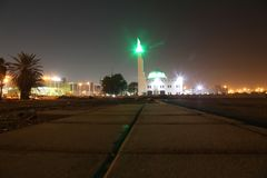 海滩清真寺附近的巴勒阿德商店地区在晚上在吉达,沙特阿拉伯 库存照片