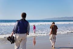 海滩漫步冬天 免版税库存照片