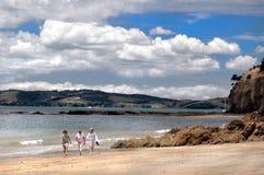 海滩漫步 免版税图库摄影
