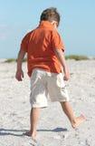 海滩漫步 免版税库存照片
