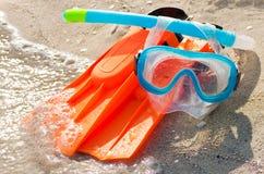 海滩潜水飞翅屏蔽含沙废气管 免版税库存照片