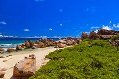 海滩热带的塞舌尔群岛 免版税库存照片