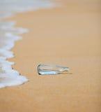海滩瓶 免版税库存照片