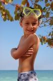 海滩男孩微笑 免版税库存图片