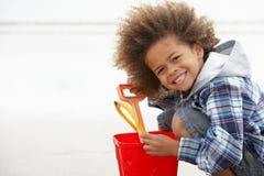 海滩男孩时段愉快的锹 免版税库存图片