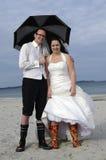 海滩疯狂的婚礼 免版税库存照片