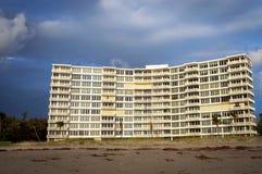 海滩的一个公寓房 图库摄影