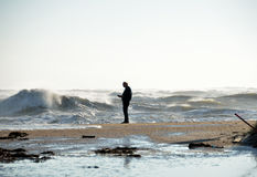 海滩的人员在风暴期间 免版税图库摄影