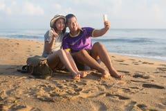 海滩的恋人 免版税库存图片