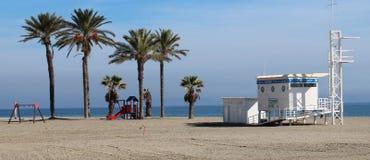 海滩的救生员摊 免版税库存图片