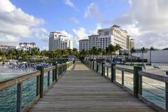 海滩的木板走道在巴哈马 库存照片