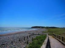 海滩的木板走道,海洋 图库摄影