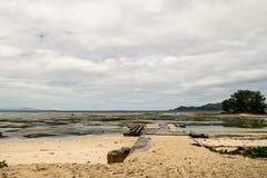 海滩的船坞在Anse银来源D的`,拉迪格岛, Sey前的 库存图片