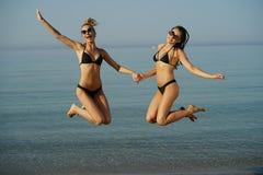 海滩的跳的女孩 库存图片