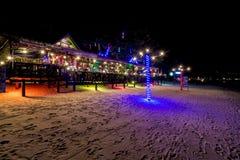 海滩的餐馆在晚上 库存照片