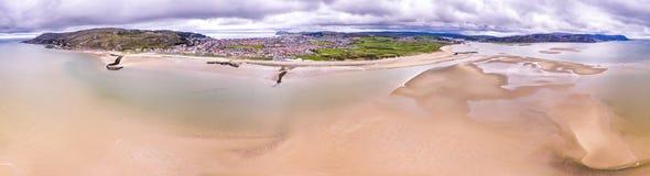 海滩的鸟瞰图兰迪德诺,威尔士-英国 库存照片