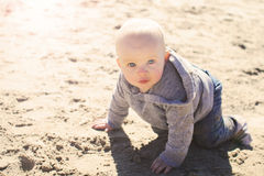 海滩的婴孩 库存图片