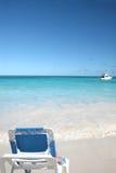 海滩睡椅休息室海洋沙子白色 图库摄影