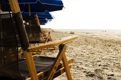 海滩睡椅休息室 免版税库存照片
