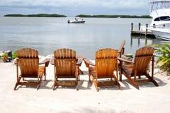 海滩睡椅和理想的海景 库存图片