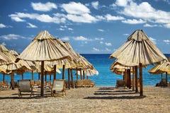 海滩睡椅夏天伞 库存照片