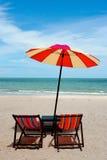 海滩睡椅斜倚 免版税库存照片