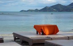 海滩睡椅泰国苏梅岛10月2017 5日 免版税库存图片