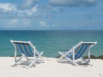 海滩睡椅甲板 免版税图库摄影