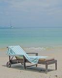 海滩睡椅datai甲板langkawi星期日 库存图片