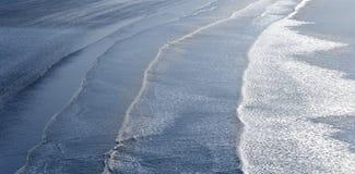 海滩碎波 免版税库存照片