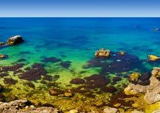 海滩礁石 免版税库存图片