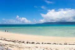 海滩离开了热带走 库存图片