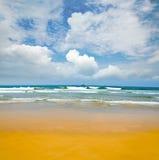 海滩离开的含沙 免版税库存照片