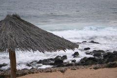 海滩秸杆伞 库存图片