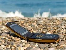 海滩移动电话开放电话 库存图片