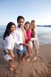 海滩移动电话朋友 免版税库存照片